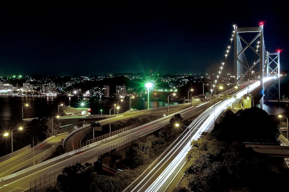 当社は福岡県北九州市に本社を置いています。写真は関門橋。